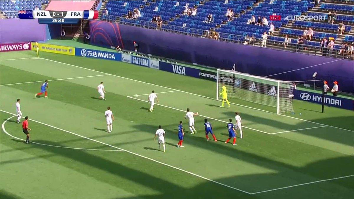 😱😱😱 Mamma mia ! Quel but d'@asaintmaximin ! 2-0 pour les Bleuets face à la Nouvelle-Zélande #FIFAU20WC