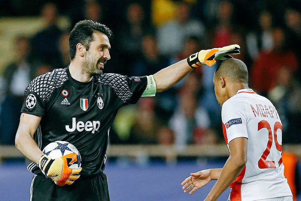 #Mbappé: &quot;For all his work, #Buffon deserves the #BallondOr. If #Juve win #UCL, it would be good for #G1G1 to win #BdR&quot;  [#Eurosport]<br>http://pic.twitter.com/xvAcpXZza1