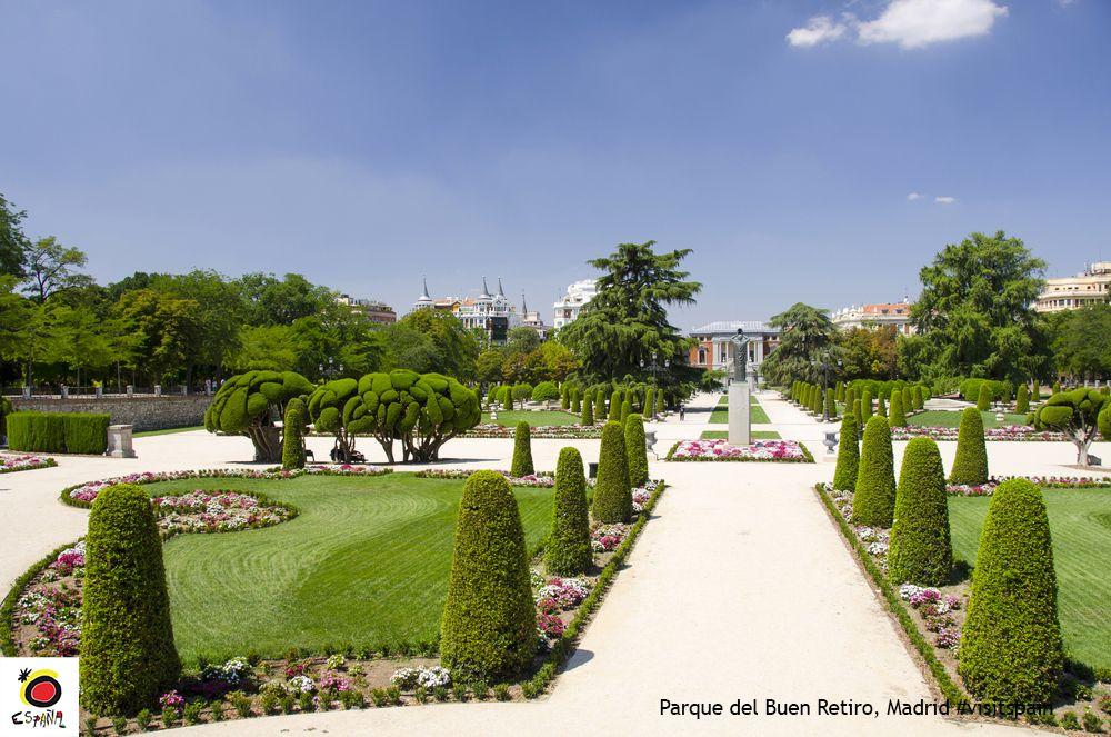 In fine weather, Madrileños go to El Retiro Park for a day in the sun. #VisitSpain #Madrid @Visita_Madrid @_ElRetiro<br>http://pic.twitter.com/uen5tu8MEi