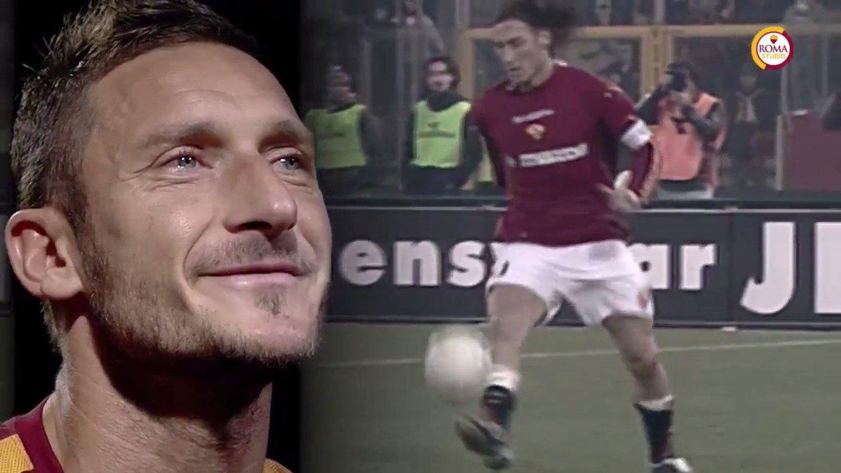 54': È il suo momento. Entra Francesco @Totti… 💛❤️  #ThanksTotti #Tott...