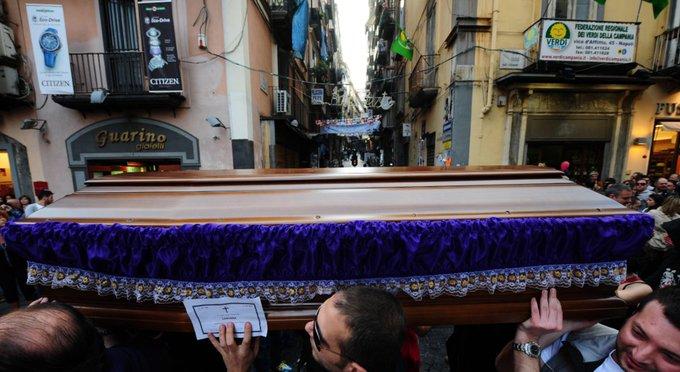 Six morts en trois jours à #Naples : 'Un vrai carnage' #Italie 👉 https://t.co/YqkWq3IRCG