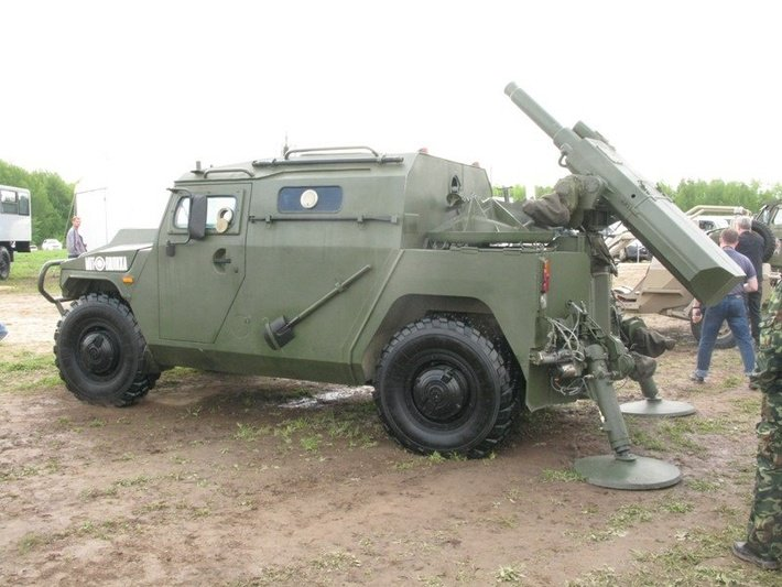 روسيا ستطور نسخه محوره من عربه Tiger المدرعه  DA6FVqEW0AAu4ZQ