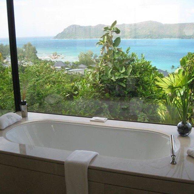 Bathtub with a view at @raffleshotels Seychelles. Is Seychelles on your list? #travel #luxurytravel #bathrooms #bathtub #bathroom <br>http://pic.twitter.com/zEFpJsROq7