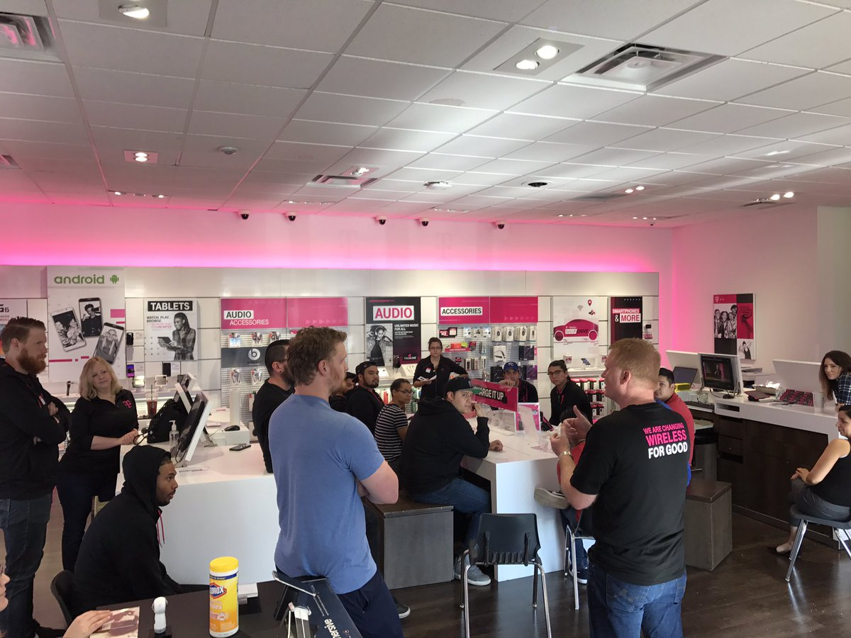 Getting our combined-store learning on!!!! #NCredible #WeWontStop #uncarrier @tmobilecareers @JohnLegere @Kenyadunn12 @Gail_about_Town<br>http://pic.twitter.com/djwFRQ5QWn