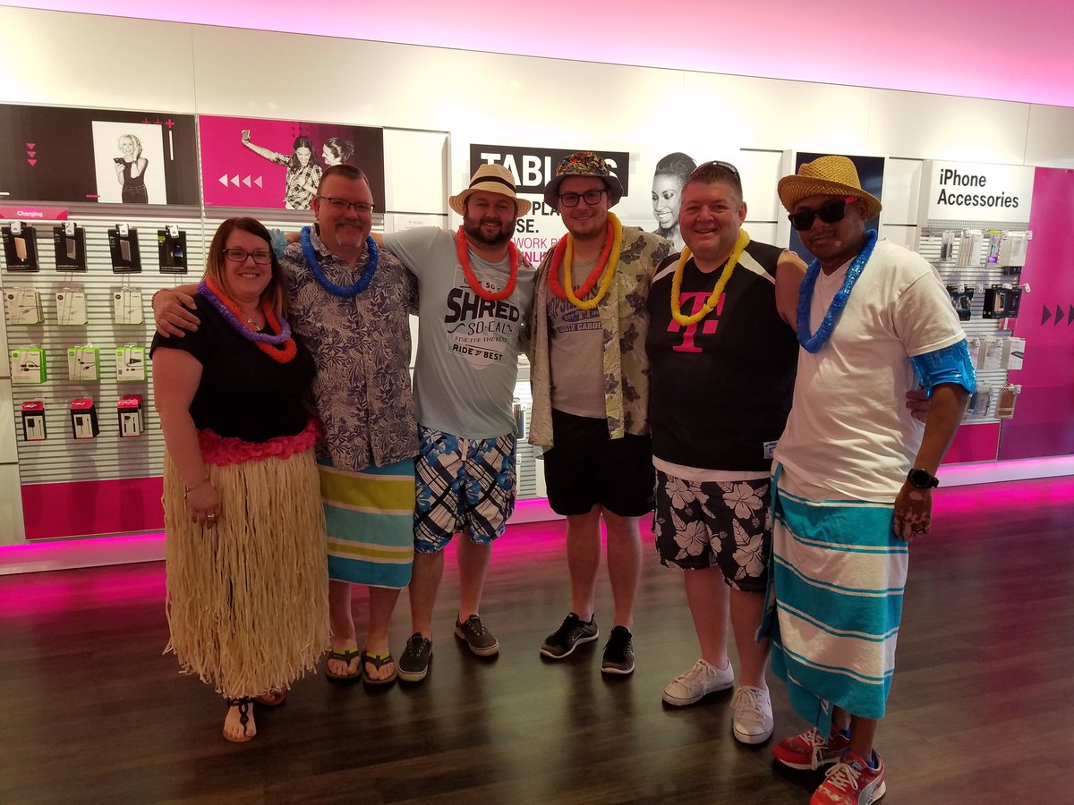 Some of the @TMobile  Cleveland North Leader&#39;s sharing knowledge and having serious fun #Summercelebration meeting @Kenyadunn12 #NCredible <br>http://pic.twitter.com/koDKN22E6v
