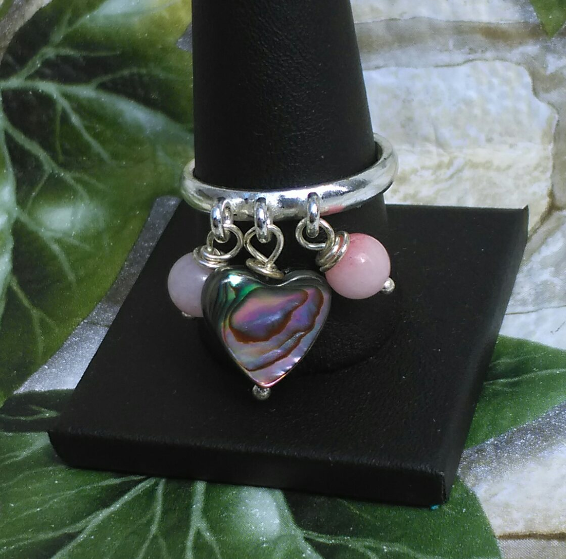 I love the way abalone has so many colours so suits your #weekend or weekday mood #CraftHour #Onlinecraft #etsyuk  https://www. etsy.com/uk/listing/516 630856/abalone-heart-and-pink-quartzite &nbsp; … <br>http://pic.twitter.com/BbnYHvE6xZ