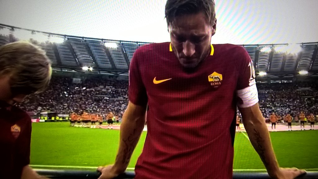 When a whole stadium is crying. Whole team is in tears. No words needed. #Totti is forever.  #GrazieTotti #TottiDay<br>http://pic.twitter.com/OTOZgjqsTp