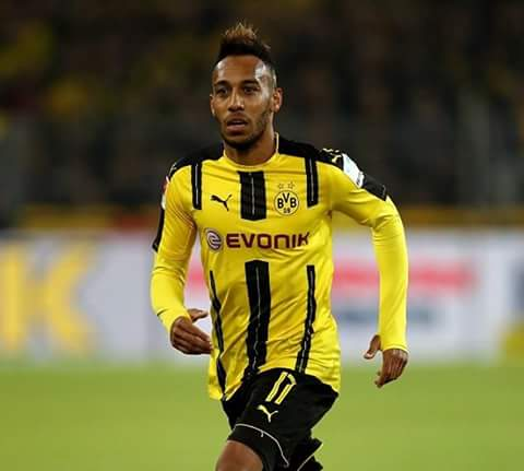 #Paris #Saint-#Germain and #Borussia #Dortmund are in talks over a possible signing of #Aubameyang.<br>http://pic.twitter.com/N9oV4PMN1d