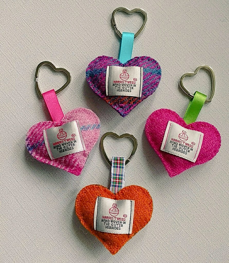 Evening everyone. How about these perfect little thank you gifts for a hard working teacher.  https://www. etsy.com/uk/listing/531 838083/pink-harris-tweed-heart-keyring-harris &nbsp; …  #HandmadeHour #etsy <br>http://pic.twitter.com/4YsdciM286