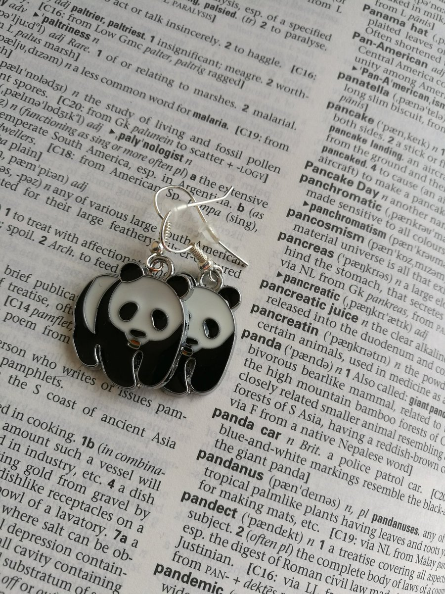 Go see  http://www. theapprehensivegecko.etsy.com  &nbsp;   for these little panda earrings #etsychaching #HandmadeHour #etsy #CraftHour<br>http://pic.twitter.com/scypHcAZso