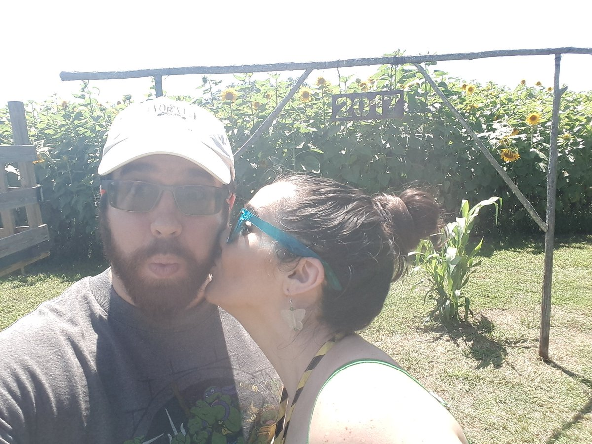 My wife and I made it through the #sunflower maze so she rewarded me with a kiss. <br>http://pic.twitter.com/1WFGRjM9IX