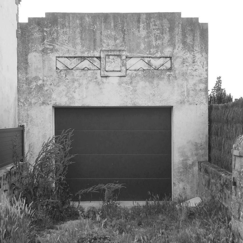 A path to the black lodge? ------------------------------------- #artdeco #twinpeaks  #doorsofinstagram #design #bl…  http:// ift.tt/2rMaYiD  &nbsp;  <br>http://pic.twitter.com/L5PYh5bPaD