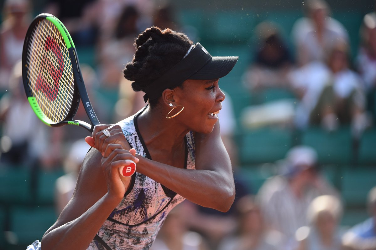 V for Victory...V for Venus! @Venuseswilliams defeats Q. Wang 6-4 7-6...