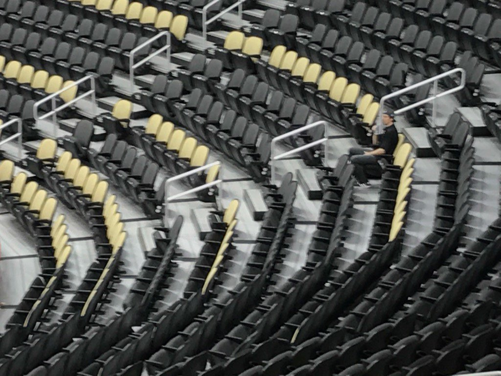 Marc-André Fleury sits alone to watch Predators practice. James Neal spotted him and waved. Fleury waved back. https://t.co/EqBtmn0Zjb