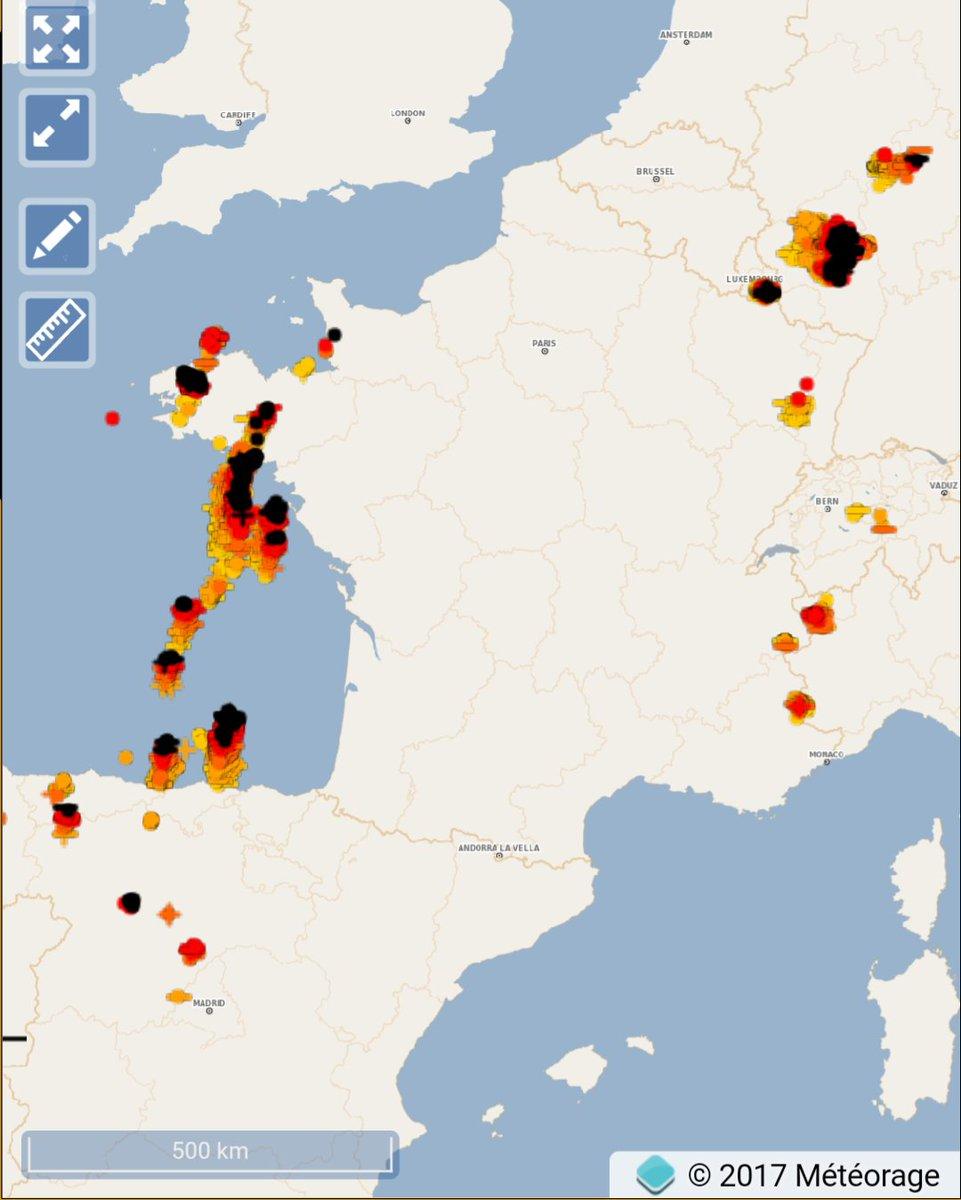 #Orages en cours sur l #Atlantique ☇#foudre #météo<br>http://pic.twitter.com/soDcDtsaUe
