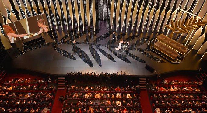 EN DIRECT - #Cannes2017 : #JoaquinPhoenix pour le prix d'interprétation masculine pour #YouWereNeverReallyHere 👉 https://t.co/nzlva8f9wV