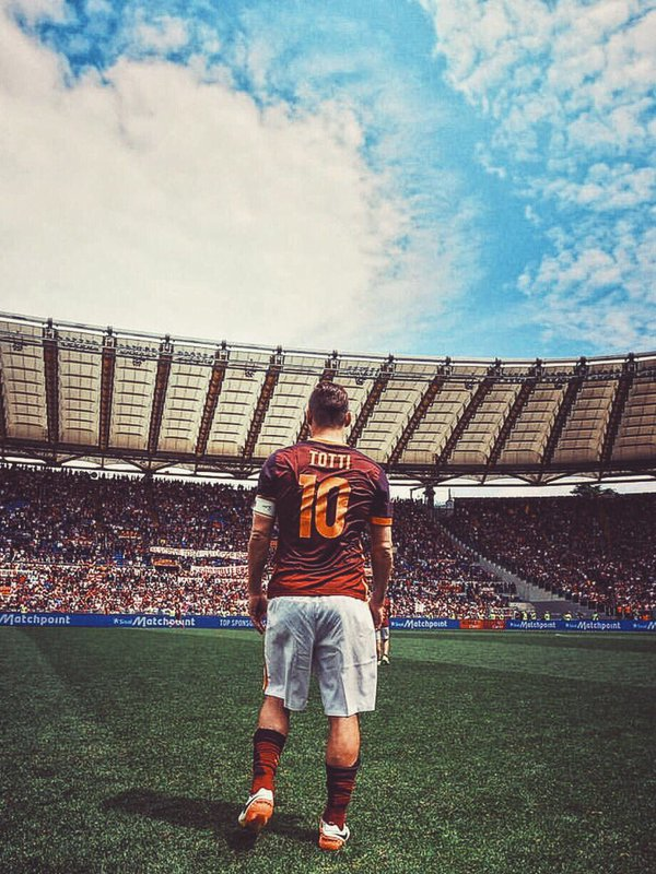 Farewell to the King of Rome  #Totti #10 <br>http://pic.twitter.com/zuvhLXcwLG
