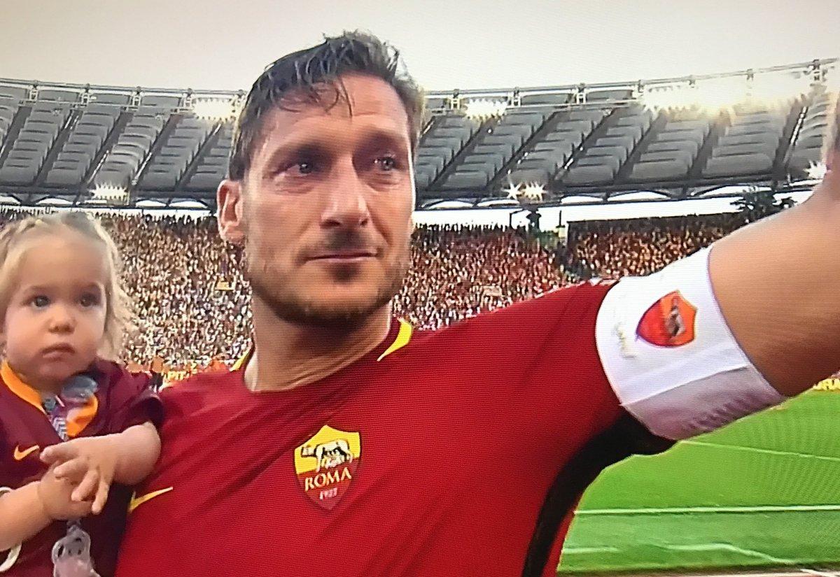 ROMA-GENOA 3-2, Perotti al 90': Arrivederci Roma... in Champions League. Il saluto di Francesco Totti al ritiro