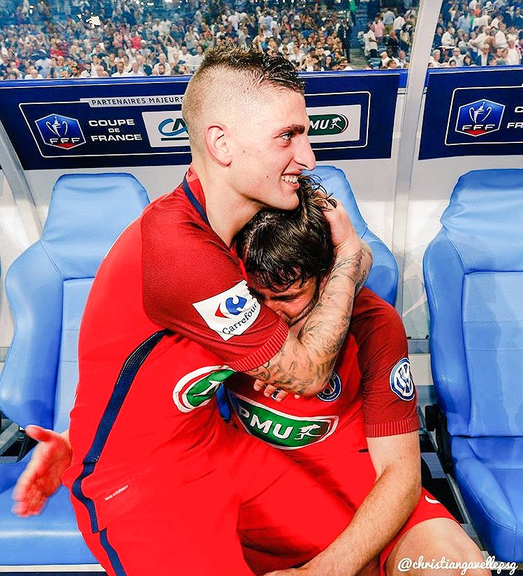 Love is in the air  #PSG #ParisLovesMaxwell #MarcoVerratti<br>http://pic.twitter.com/ReWcLXa9oN
