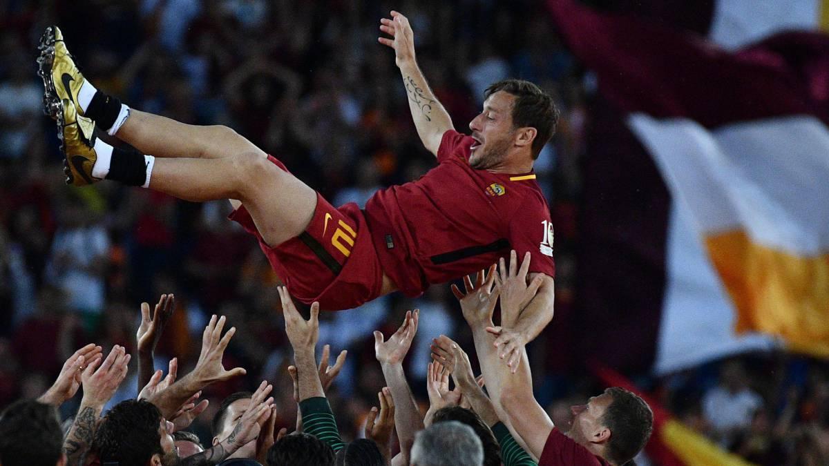 """Totti saluta Roma così: """"è finita, vi amo"""""""