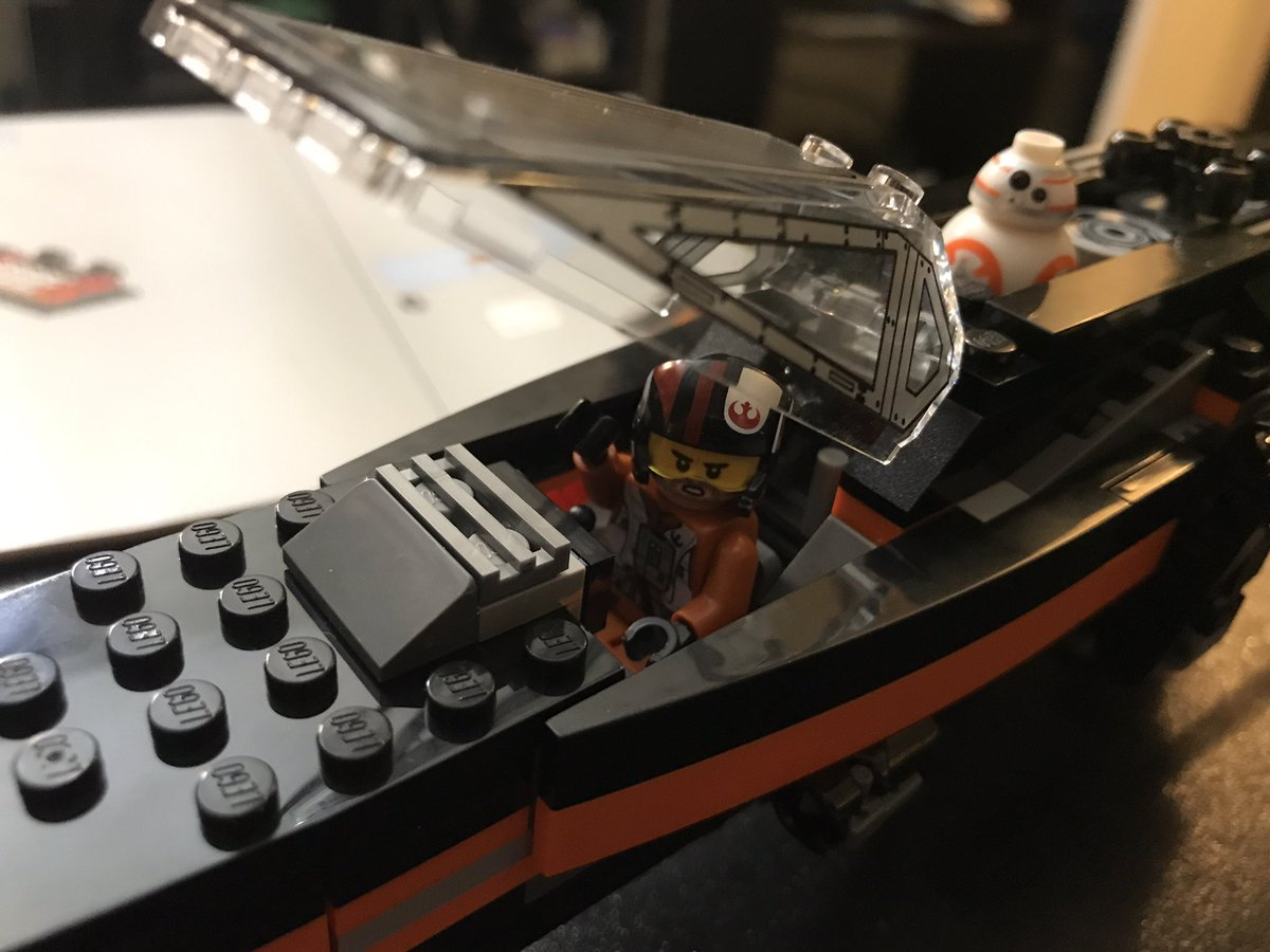 #LEGO #Art #Therapy ... Doc says it&#39;s good for me brain &amp; mental stability :-) Love that building Poe&#39;s #StarWars ship counts!  @LEGO_Group<br>http://pic.twitter.com/3DN25zMy2q