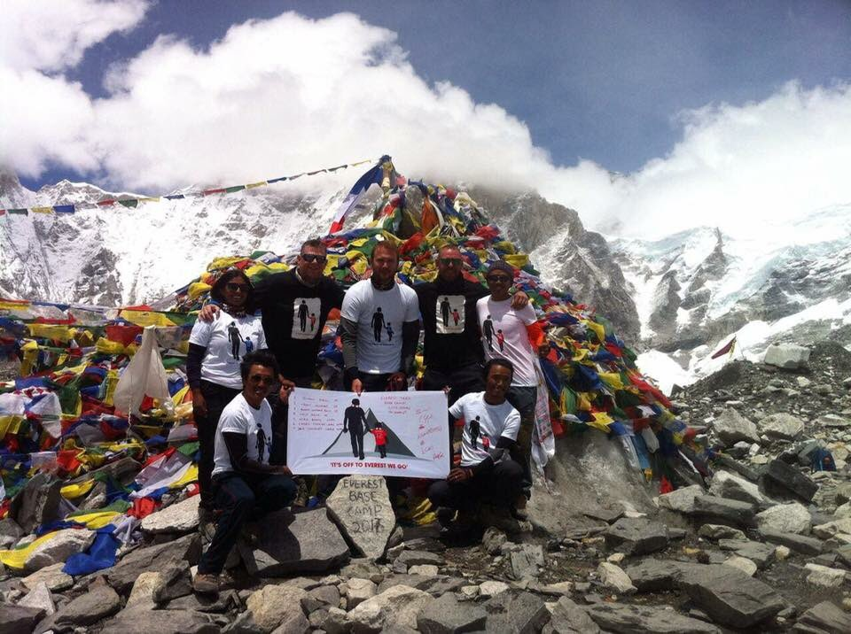 A truly amazing photo of our #charity fundraisers Simon and Tom at the Everest summit! Thanks very much to @FootballFlags for our flag!<br>http://pic.twitter.com/2OdBm92oat