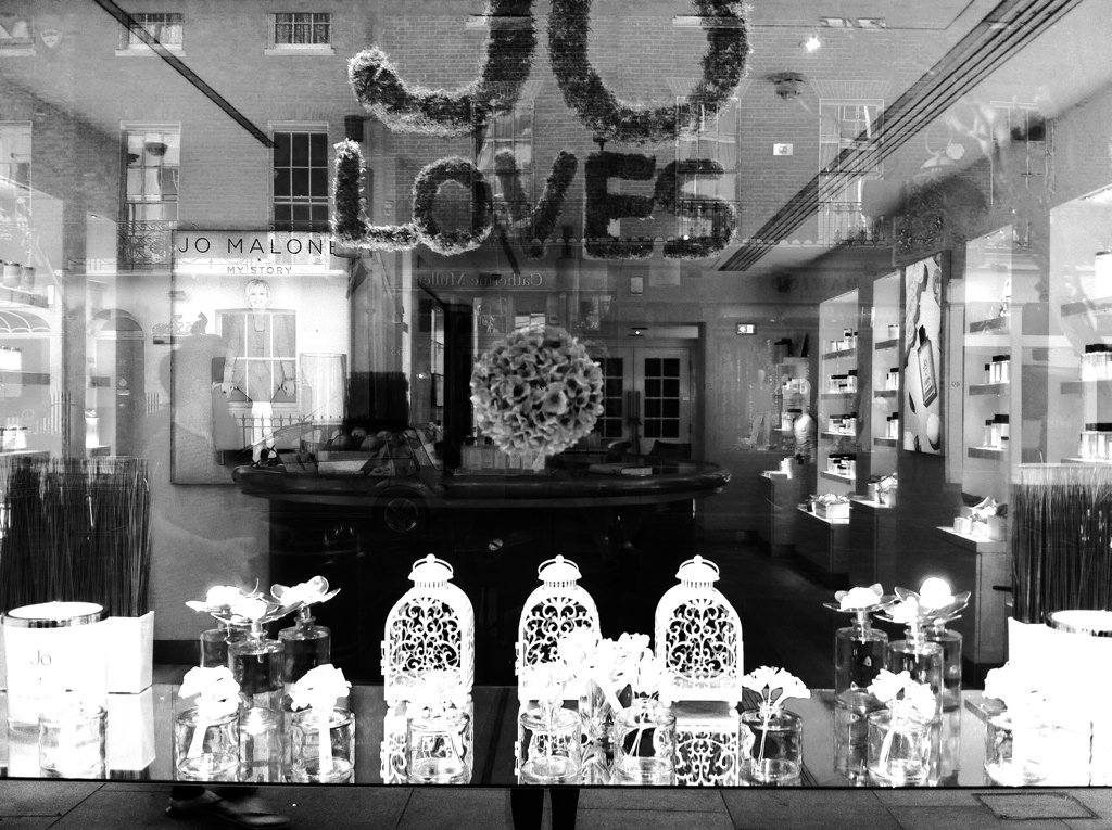 #wildflowerhour #HandmadeHour @HandmadeHour my #paper #flowers to be found in @JOLOVESofficial window<br>http://pic.twitter.com/AlAkgOgXK9