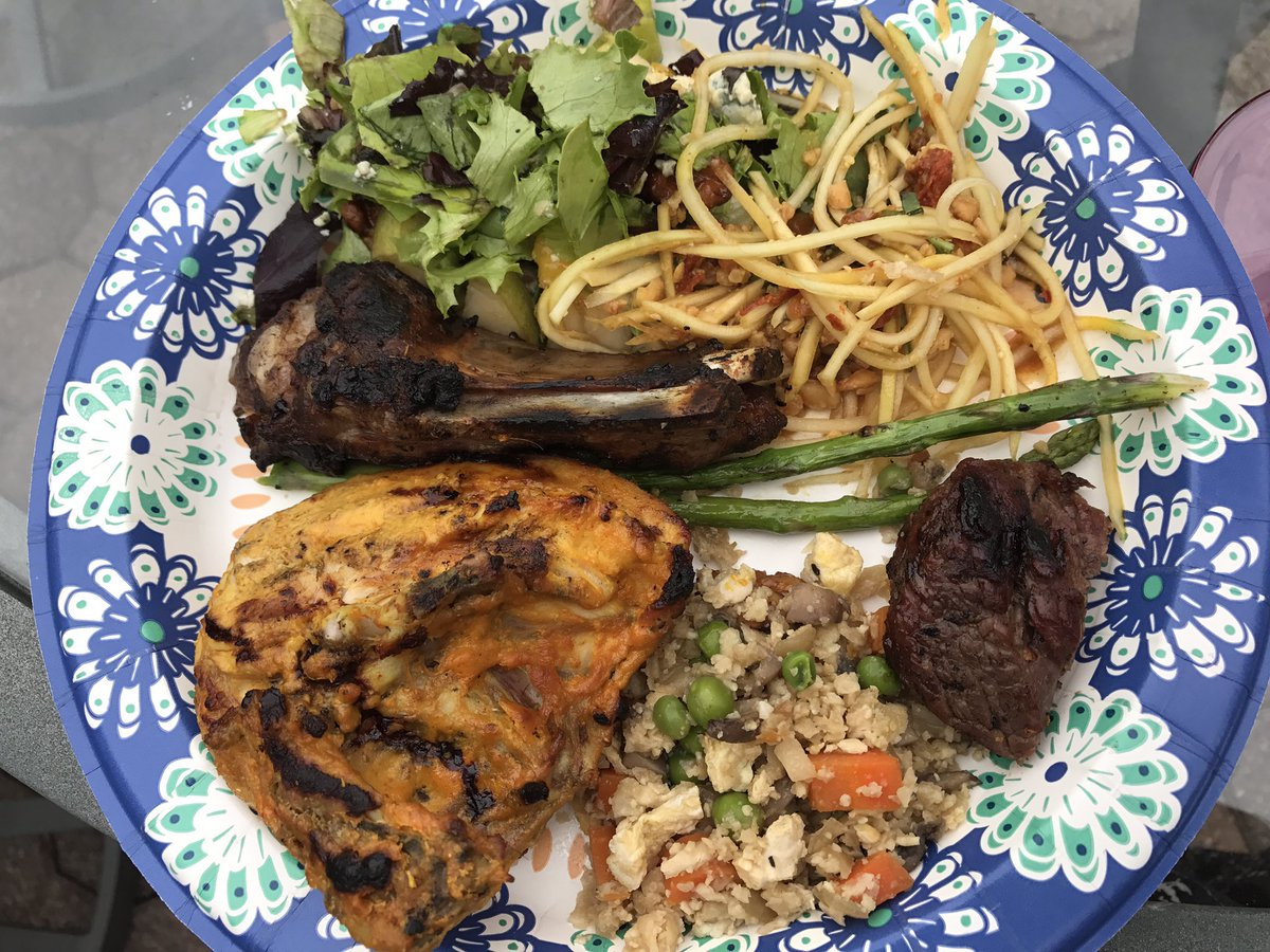 Interesting medley of #MemorialDayWeekend #barbecue foods  #chicken steak ribs papaya #salad &amp; cauliflower fried rice<br>http://pic.twitter.com/YS0wjQY938