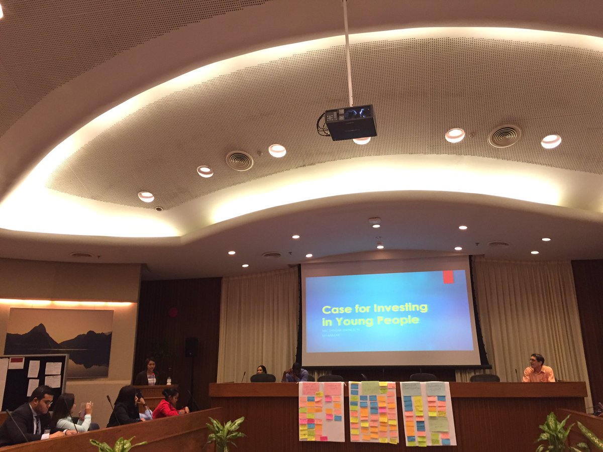 Presentation &quot;Case for investing on Young People&quot; by Friend Ms.Thinzar from #Myanmar #youthpolicies @UNDPasiapac<br>http://pic.twitter.com/J0R0JwKzBz