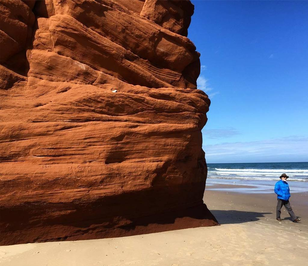 If you touch these fragile red cliffs on the #IlesdelaMadeleine #Quebec, they crumble like sand in your hand. #que…  http:// ift.tt/2qqqZLh  &nbsp;  <br>http://pic.twitter.com/xCMeNPUOnV