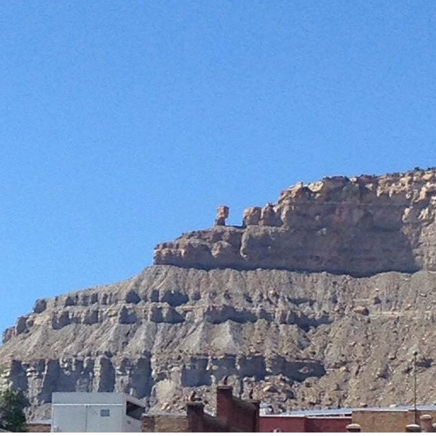 For #ScienceSunday, here&#39;s a beautiful sedimentary rock range in Helper, Utah.  View from downtown. #ut #geology #science #usofscience <br>http://pic.twitter.com/FmLU318LfR