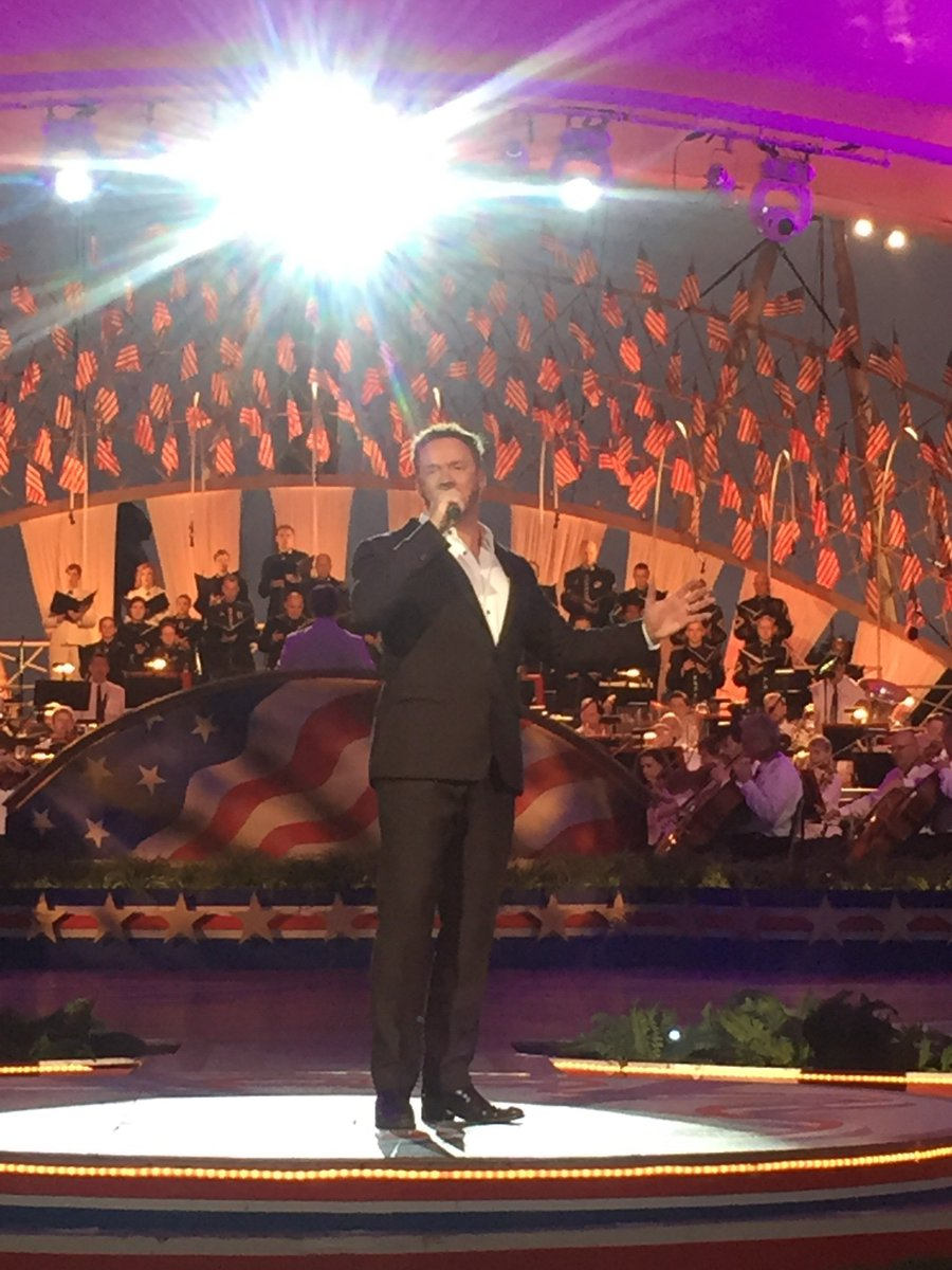 """""""You raise me up"""" performed by Russell Watson from Manchester, England. Hello, goosebumps.  #MemDayPBS https://t.co/QZ7pyIvOP3"""