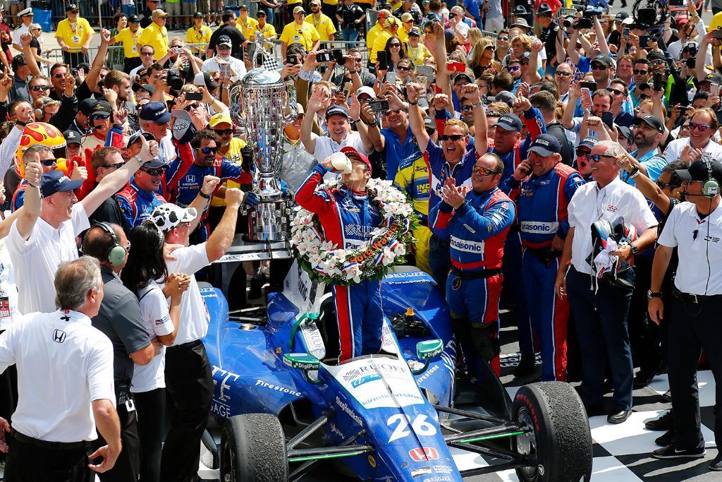 世界三大レースの一つ、インディ500で佐藤琢磨選手が優勝! 日本人ドライバーとして初の快挙で、歴史にその名を刻みました…‼︎涙。 @TakumaSatoRacer おめでとう!!!!!! #IndyCar https://t.co/7kOUllRhK2 #ホンダモースポ
