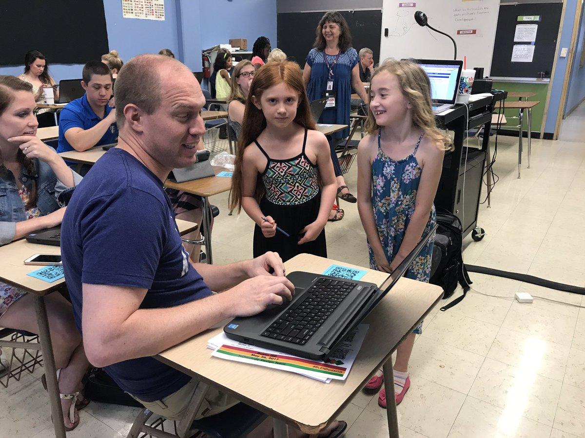 Awesome job @BrainyBunch teaching teachers about tech #BLENDedAISD #AISDproud