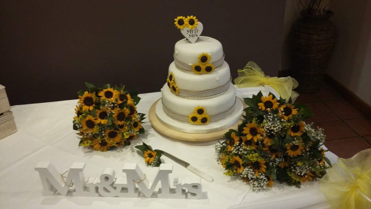 We&#39;re #lovin the #sunflower #weddingcake that Belinda &amp; Paul has made for their #wedding at the @BluebellSuite1 today #fourtiercake RT<br>http://pic.twitter.com/qa2ivKu3cW