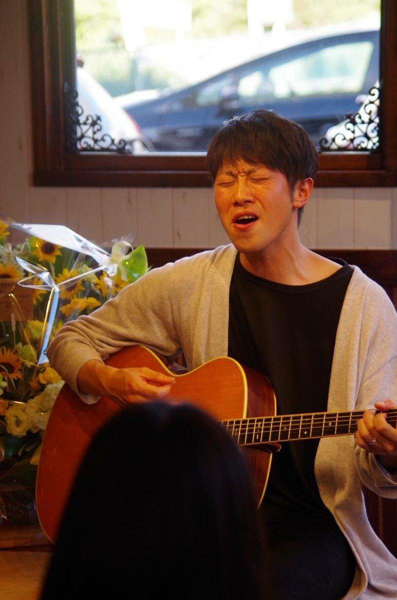中村マサトシ 『中村マサトシ 生歌弾き語りライブ』 無事に終了致しました。  中村さんの歌声がイーチタイムに響きわたって、中村さんの笑顔が輝いて、それを見たファンの皆様の顔に ...