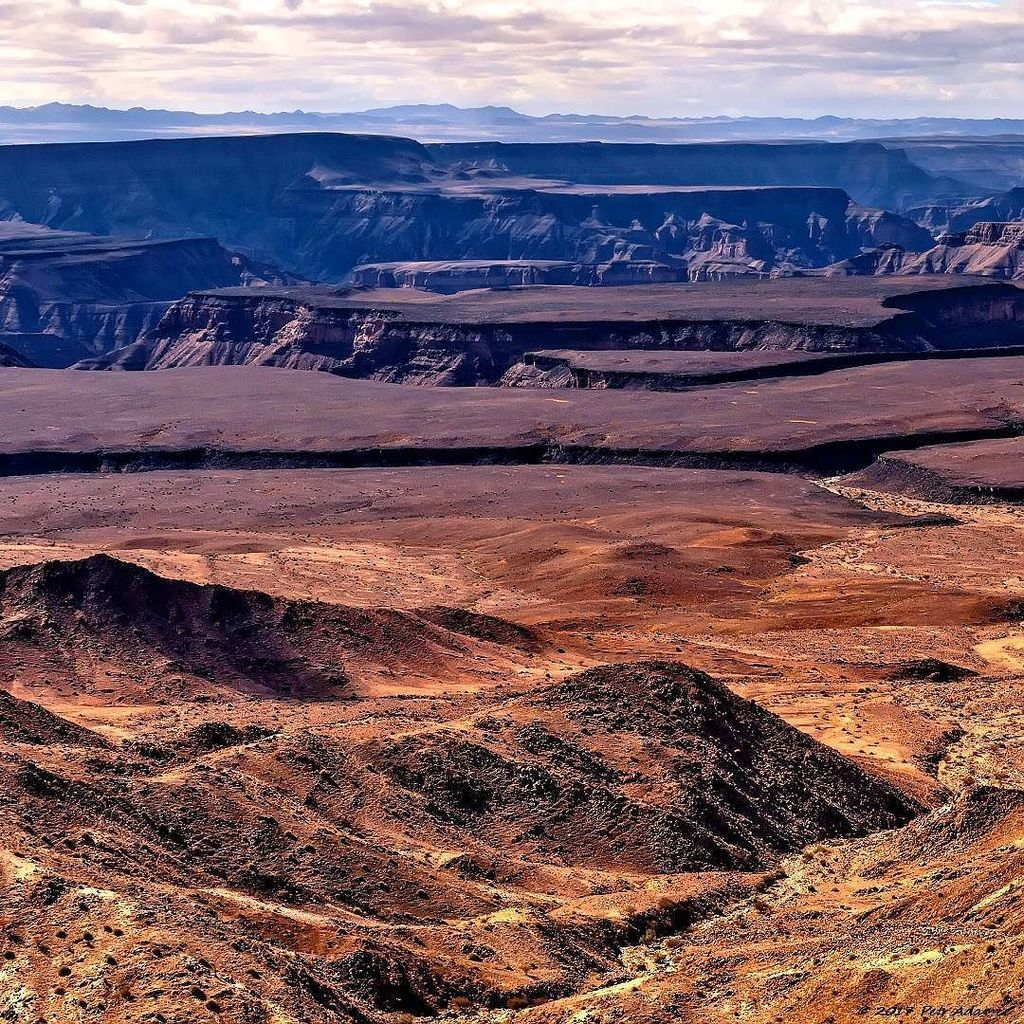 Good Morning Namibia...  Fish River Canyon,  Namibia  https:// youtu.be/cXuw6-IiHAk  &nbsp;    ______________________________ #su…  http:// ift.tt/2pSORCX  &nbsp;  <br>http://pic.twitter.com/l0mZyV4rNB