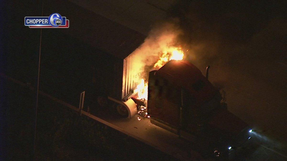 Tractor trailer catches fire on I-95 in Northeast Philadelphia #6abc - https://t.co/I8JdLexIJu