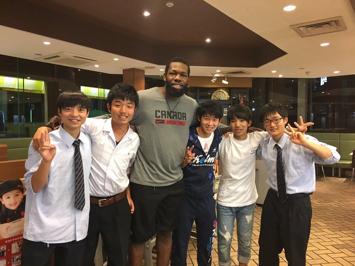 豊川のマックで勉強してたらとても背の高い外国人の方にナゲットを奢ってもらいました!!!!😎😎😎😎😎 …