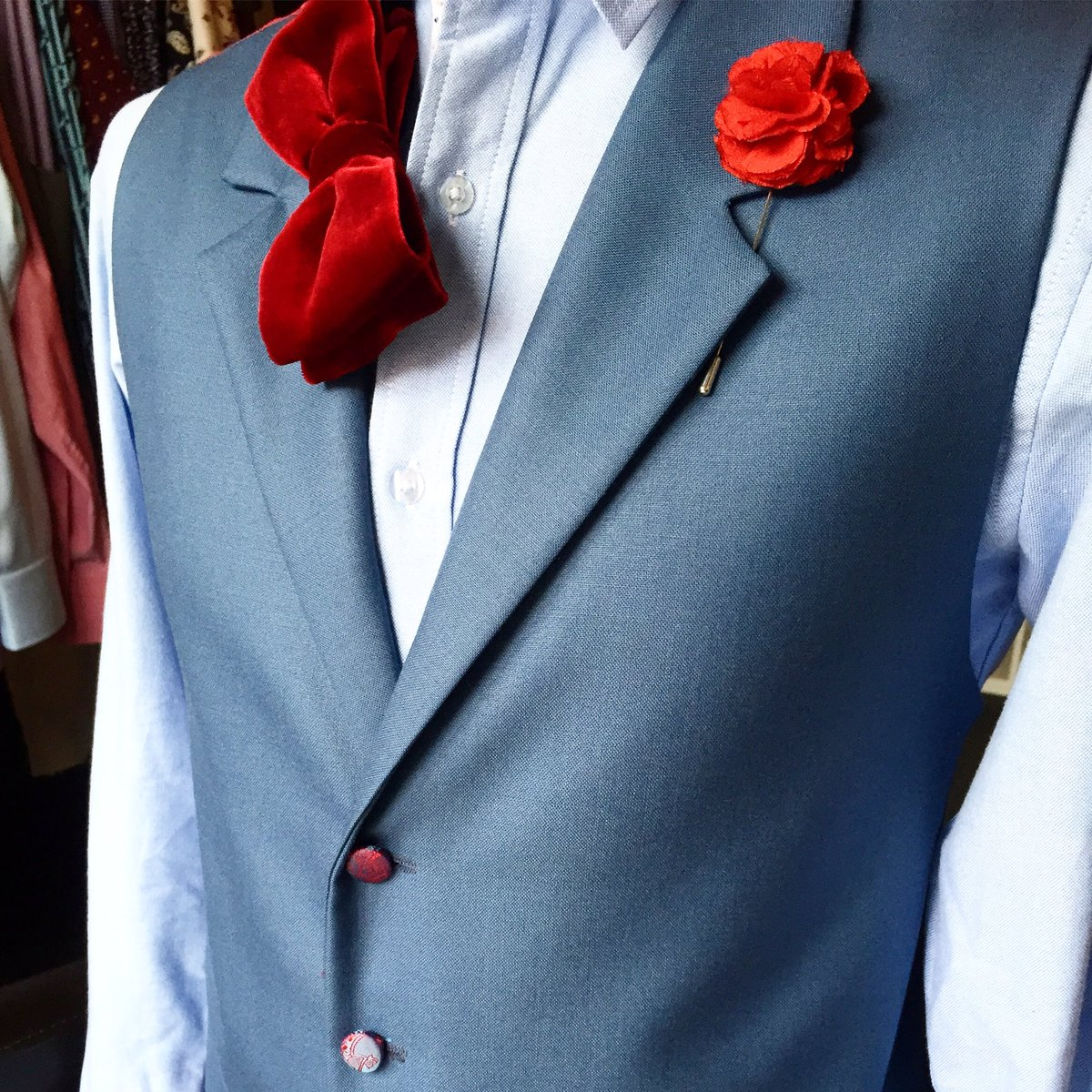 Dandylion style for the special occasion. #dapper #fashion #dandylionstyle #bespokewaistcoat #tailoring #sussextailors #funky #cool #dapperpic.twitter.com/utSd8SSoDA