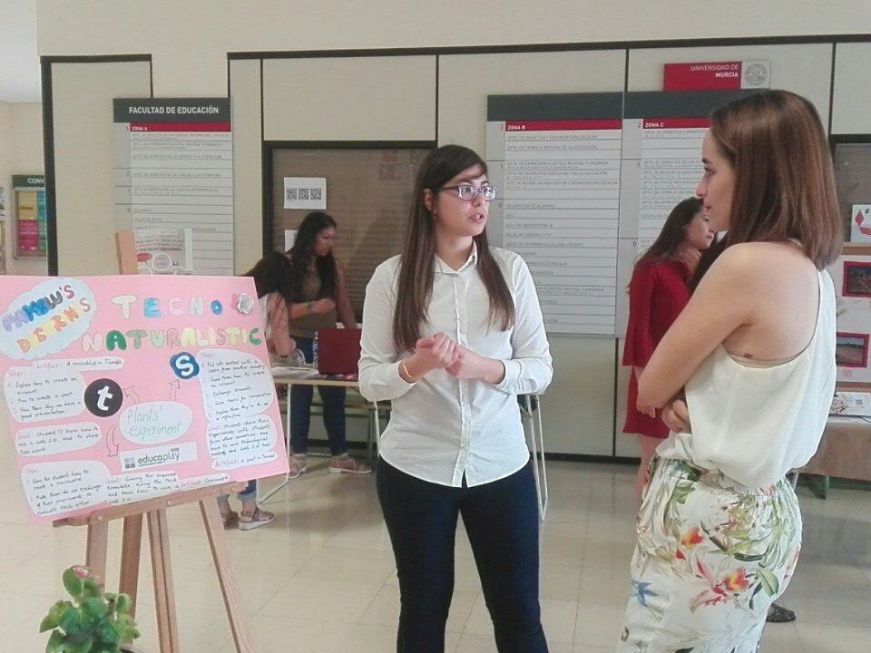 """Explaining our """"Techno Naturalistic"""" activity in the fair from Educational Faculty #RICT1617 https://t.co/XzOr59l6ud"""