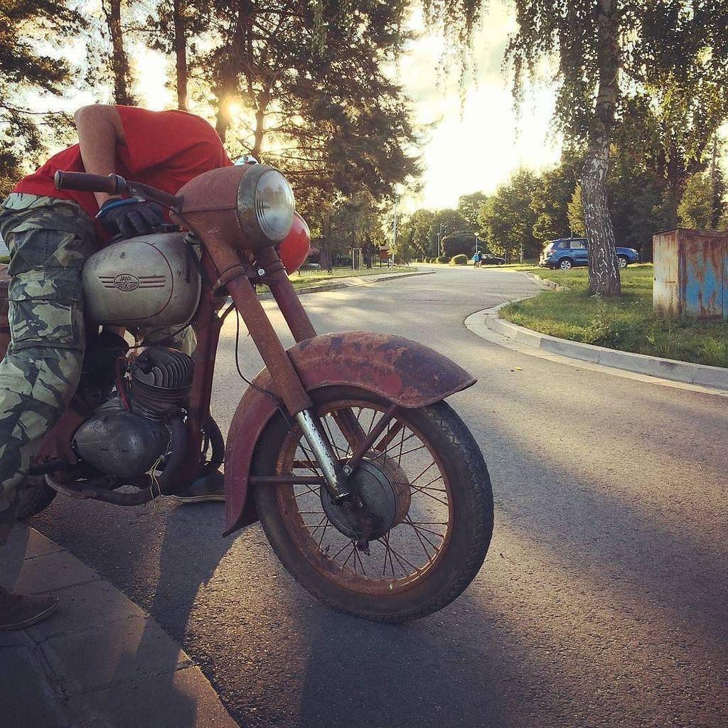 Jawa 250.  Photo courtesy of @rendys22  More photos on -  http:// ift.tt/1MOOLiU  &nbsp;     #Jawa   #JawaMotorcycles.com  …  http:// ift.tt/2rpVwoi  &nbsp;  <br>http://pic.twitter.com/TFBYGlX0kx