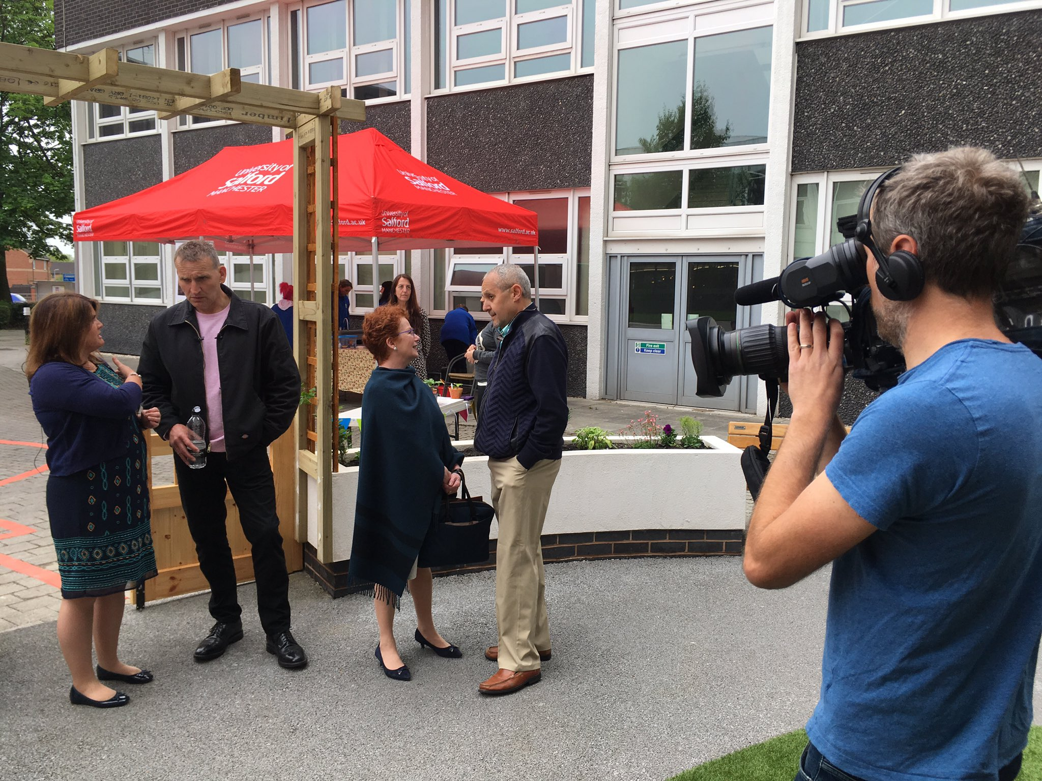 Christopher Eccleston @SalfordUni new Dementia Hub. His father died with condition in 2012 https://t.co/FZuaYbjvh9