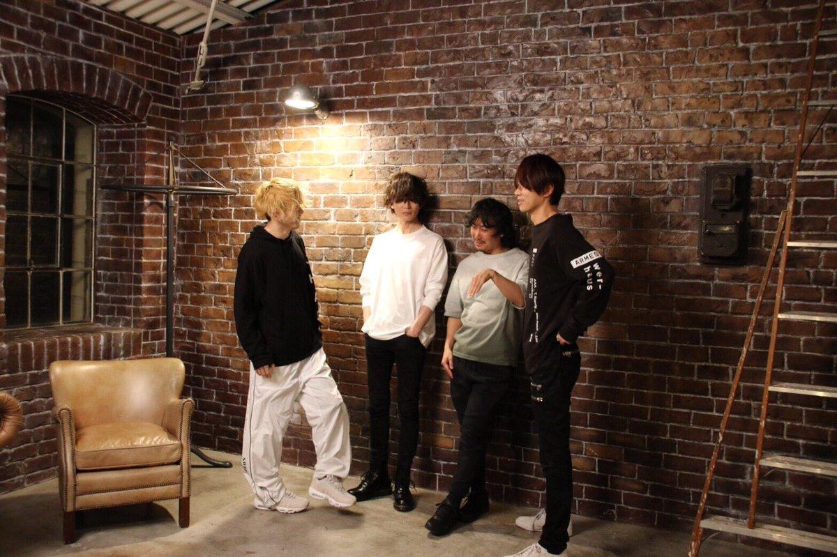雑誌「MUSICA」の撮影の時にくだらない事を話してるの図  musica-net.jp/detail/2017/6/
