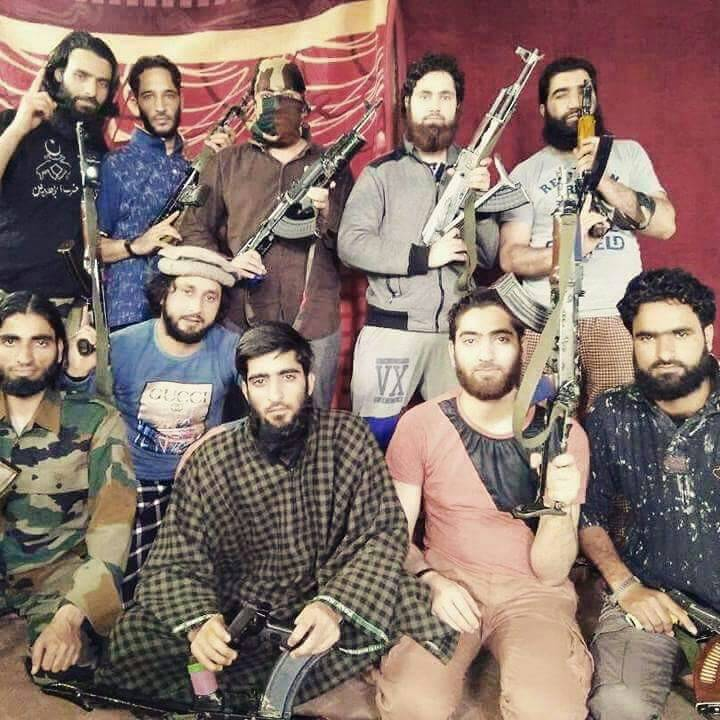 Reports: Forces cordoned off Seer in South Kashmir's Tral, two Hizb militants believed to be trapped