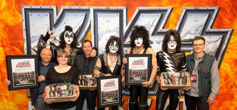 #KISS gets SOLD OUT award in #Dortmund! Thanks to everyone at  @Westfalenhallen &amp; of course the 12,000+ #KISSARMY members! #KISSWORLD2017<br>http://pic.twitter.com/ZnDwcAAfrc