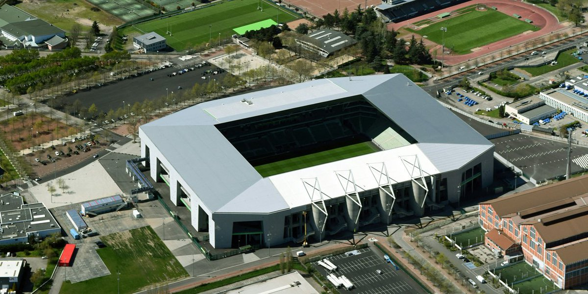 Stade Geoffroy-Guichard opened 1931 and holds 41,965. Home of #ASSE <br>http://pic.twitter.com/JYGBRb8fwf
