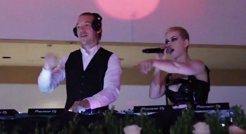 Katy com o DJ @diplo na after party do #MetGala 2017! <br>http://pic.twitter.com/9f9V02VN0a