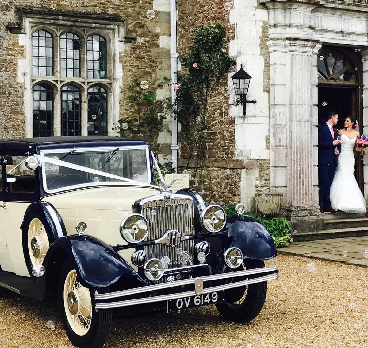 RT @classicvintage1 Fabulous day to get married! And joined by two beautiful stallions #sundaywedding #classicandvintage