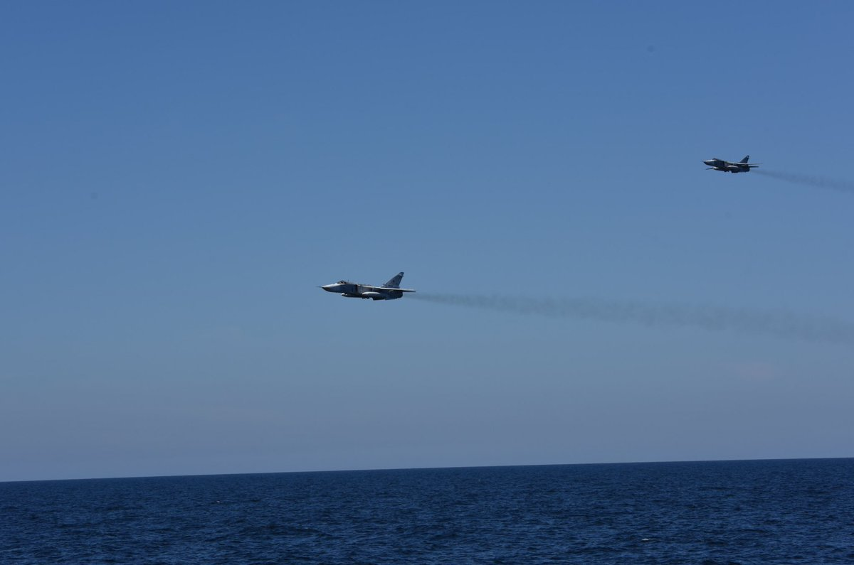 2 Russian jets buzzed @Zr_Ms_Evertsen while on patrol in the Baltic sea